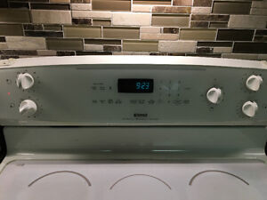 Stove white glass cooktop *Good condition London Ontario image 2