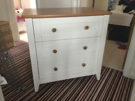 Excellent white/oak chest of drawers