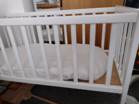 Baby crib with accessories