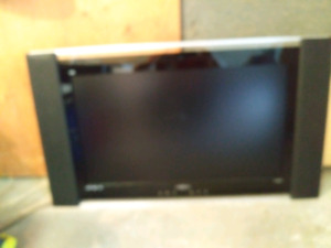 PRIMA 1080P 39 INCH TV IN NICE SHAPE FOR WALL HANGING