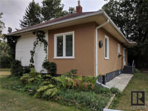 Charming Starbuck Cottage only 20 mins from SW Wpg !