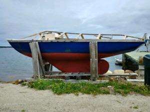 23' fibreglass McVee Bluenose sloop