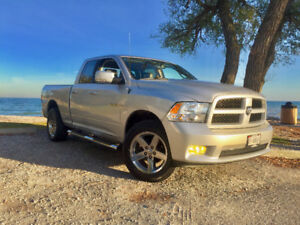 4X4 Dodge Ram 1500 5.7L Hemi Sport Fully Loaded w/Nav