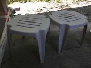 Chairs/tables