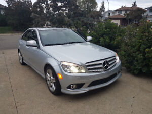 Mercedes Benz C300 4Matic - AWD, LOW KMS