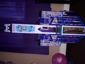 Monster high dolls and dollhouse