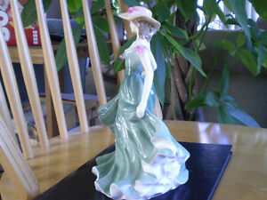 "Royal Doulton Figurine "" Best Wishes "" - HN3971 Kitchener / Waterloo Kitchener Area image 5"