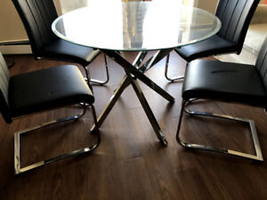 【Need gone ASAP】 Round Glass Dining Table with 4 chairs