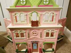 FISHER PRICE Doll House  Moose Jaw Regina Area image 1