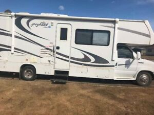 For sale 2007 Ford motor home.