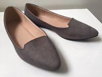 Size 5 flat grey Dorothy Perkins shoes vgc