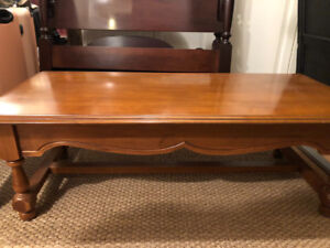 Solid wood maple coffee table. Excellent condition