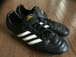 ADIDAS GIRLS / WOMENS SOCCER SHOES