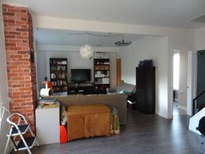 51|2 à louer - haut d'une maison sur 2 étages