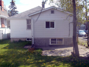 Bungalow - 20 minute walk to Queen's - Income Potential Kingston Kingston Area image 12