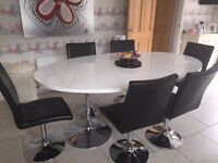 Stunning white high gloss table and chairs