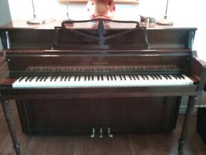 BEAUTIFUL MAHOGANY PIANO in a classic style
