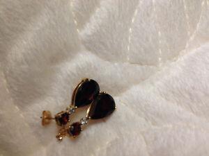 10kt gold garnet and diamond dangle earrings