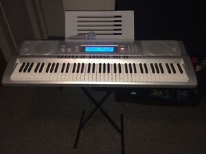 Casio wk-210 electric keyboard