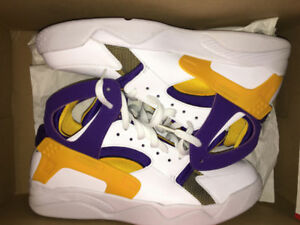 NIKE AIR FLIGHT HUARACHE QS