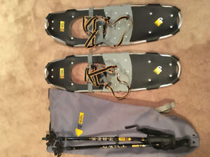 """Little Bear 30"""" Snowshoes w poles and carry bag"""