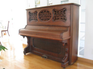 Piano Antique (1870 approx.)