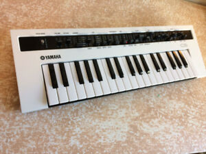 Yamaha Reface CS synthesizer w/ official gig bag analog synth