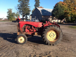 Tracteur massey Harris 44