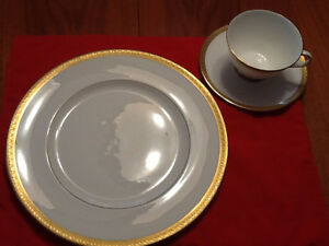 ROYAL DOULTON CHINAWEAR SET