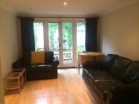 A lovely 3 doubled bedroom garden flat located close to Angel tube. (Ref: 121152g)