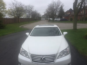 2010 Lexus ES350. Navigation, leather heated seats. 97k Kms