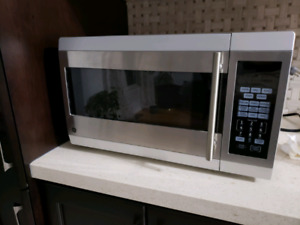 GE Convection Microwave Oven in excellent condition