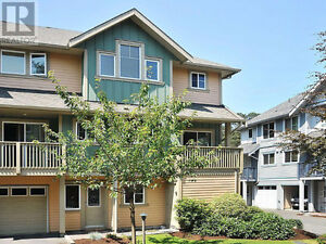 Spacious 3bdrm Townhouse in Mayfair Victoria - easy commute