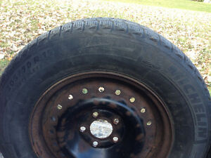 4 Winter tires 205 / 70 R15 MICHELIN X-ICE with rims good shape West Island Greater Montréal image 5