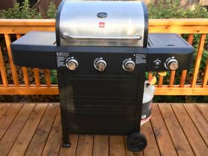BBQ, 3 burner barbeque with side burner