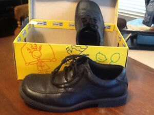 Black dress shoe. Size 1 1/2