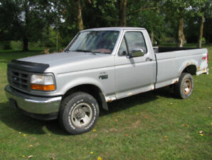 1993 Ford F 150 4 wheel drive 1/2 ton straight 6 ONLY 97,000KM !