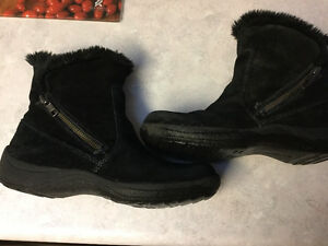 NATURALIZER WOMANS BOOTS