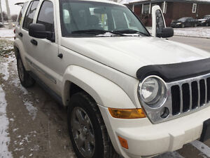 2007 Jeep Liberty  Trail Rated SUV, ***169,000 Km*** R-Starter