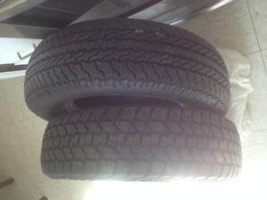 2 bon pneus 215-65-15