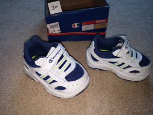 Champion white/blue size 3w baby shoes