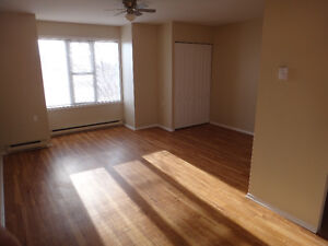 LOCATION LOCATION - walk to Queens, hospital, amenities!