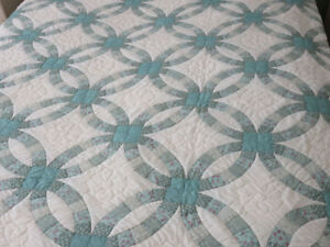 QUEEN SIZE HAND MADE QUILT - WEDDING RING PATTERN
