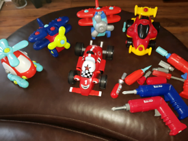 Build construct and play vehicles. Incl Roary the racecar.