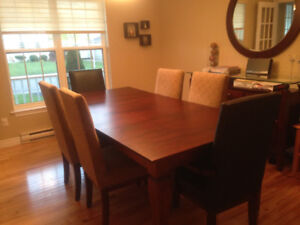 Diningroom table, mirror,  chairs and sideboard