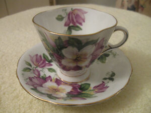 CLASSY OLD VINTAGE FINE BONE CHINA WINDSOR CUP and SAUCER