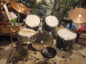 Used Peavey Drum Kit in Blue- New Crash Cymbal and Stand