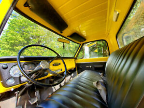 1969 GMC 940 Flatbed Dump Truck (on collector plates)