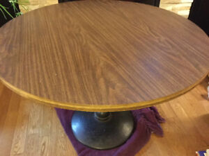 VIRTUALLY INDESTUCTIBLE  GAMES TABLE IN GREAT CONDITION