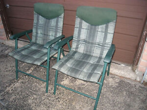 2 green Folding Patio Chairs in good condition